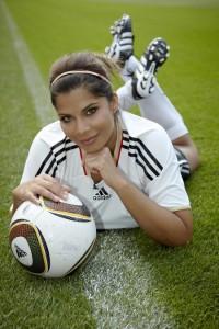 Indira Weis wird während der FIFA Frauen-WM als Reporterin bei Punkt 6, Punkt 9 und Punkt 12 im Einsatz sein. (c) RTL / Guido Engels