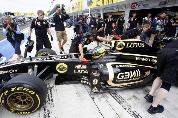 Formel 1 Live in Ungarn Bruno Senna Lotus Renault GP R31 (c) Andrew Ferraro/LAT Photographic
