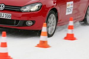 Recyling-Winterreifen Test 2011 des ACE Auto Club Europa Auch runderneuerte Winterreifen erfüllen grundsätzlich die Anforderungen an Winterreifen (M+S). Doch der ACE Auto hat in einem Test festgestellt, dass recycelte Reifen in puncto Sicherheit und Wirtschaftlichkeit gewisse Defizite aufweisen. (c) ACE / Tschovikov