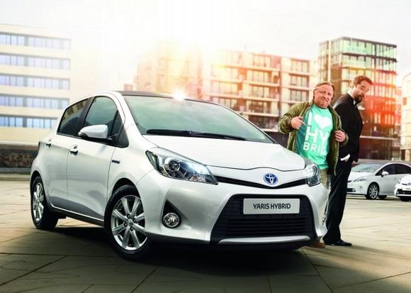 Jan Josef Liefers und Axel Prahl begleiten als Markenbotschafter die Toyota Hybrid-Sommer Kampagne © Toyota