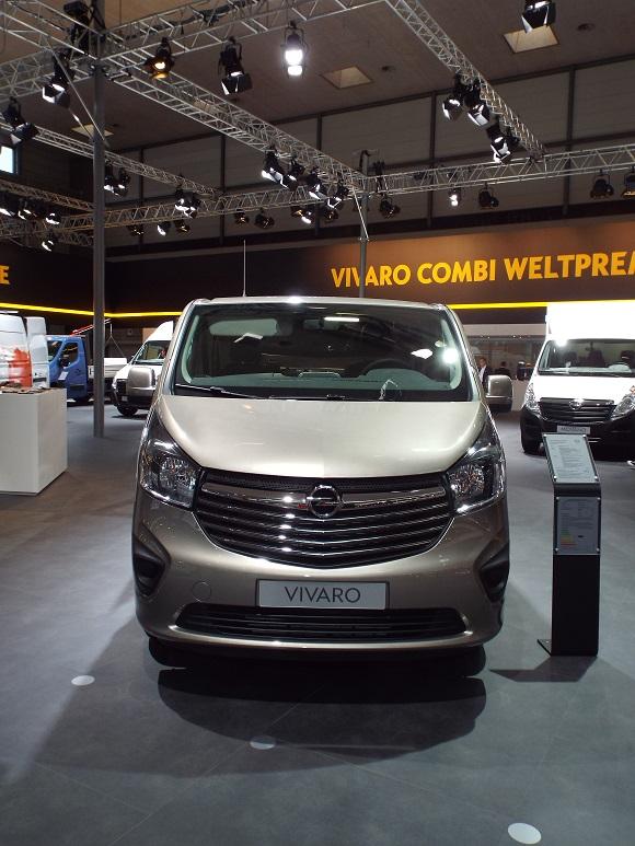 IAA Nutzfahrzeuge 2014 Weltpremiere des Opel Vivaro Combi Vorderansicht © Christel Weiher