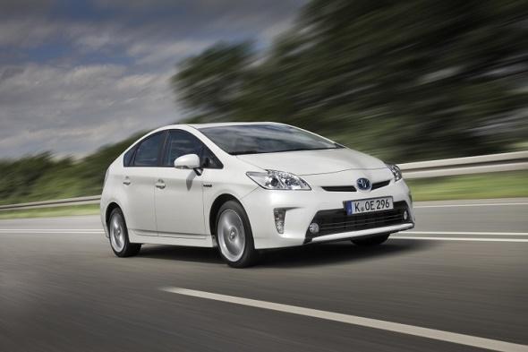 Dekra Gebrauchtwagenreport 2015 Toyota Prius belegt 1. Platz in der Kompaktklasse © Toyota