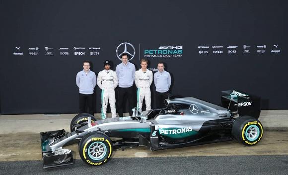 MERCEDES AMG PETRONAS F1 W07 Hybrid Nico Rosberg, Lewis Hamilton, Toto Wolff, Andy Cowell und Paddy Lowe © Daimler AG