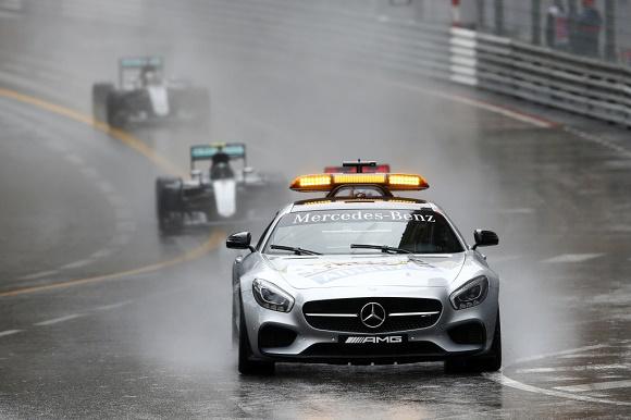 Formel 1 2016 Mercedes AMG Petronas Monaco GP Lewis Hamilton und Nico Rosberg hinter dem Safety Car mit Bernd Mayländer © Daimler AG